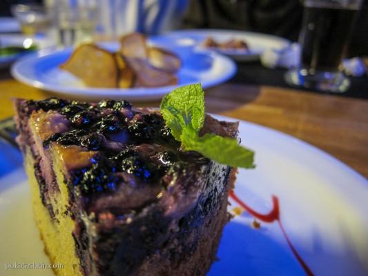 Пирог домашний с черникой