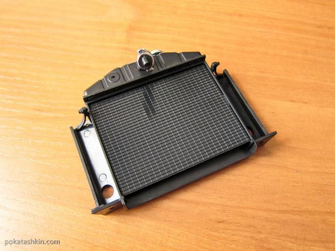 Модель автомобиля М20 «Победа» в масштабе 1:8 (№18): Сборка радиатора
