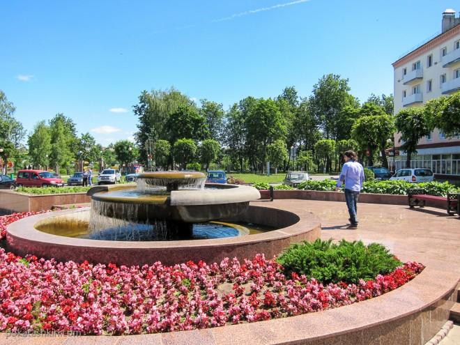 Фонтаны на площади Ленина