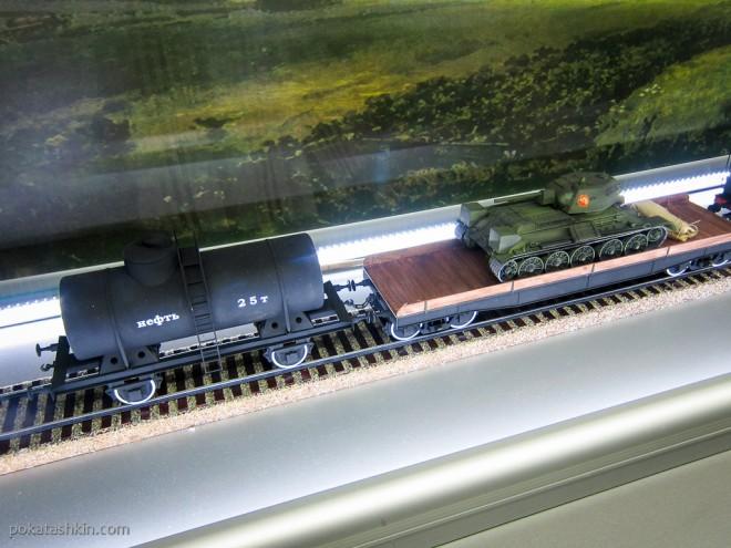 Паровоз серии ФД с цистерной для нефти и платформой с танком Т-35
