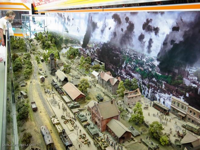 Строительство железнодорожной переправы под огнём врага, 1944 год