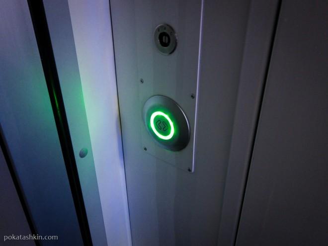 Кнопка открытия дверей между вагонами