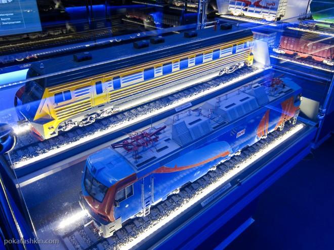 """СУПДК """"Север"""" (сверху) и электровоз двойного питания ЭП20 (снизу)"""