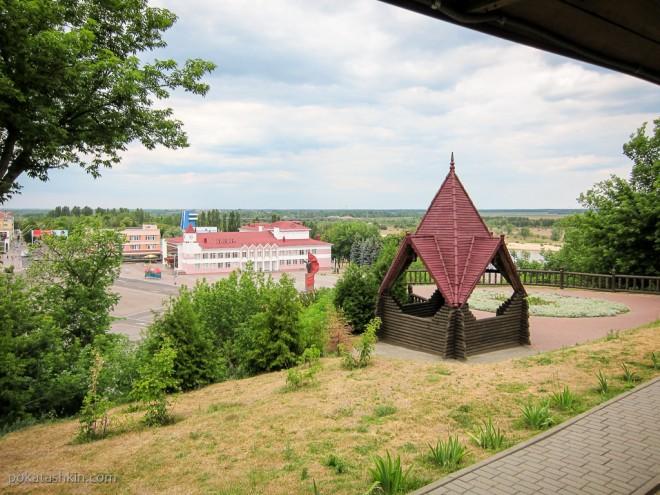 Беседка на обзорной площадке Мозырского замка