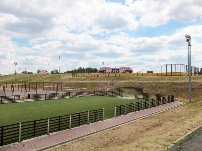 Корты и футбольное поле в спортивно-оздоровительныом горнолыжном комплексе «Мозырь»
