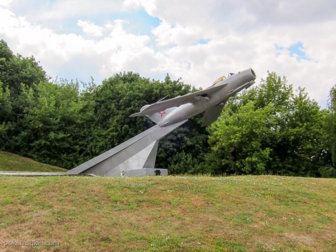 Самолёт-памятник МиГ-17 в Мозыре