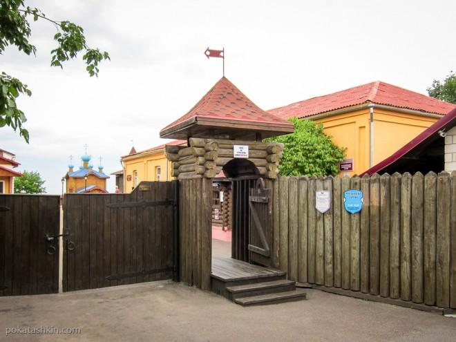 Вход в Мозырский замок