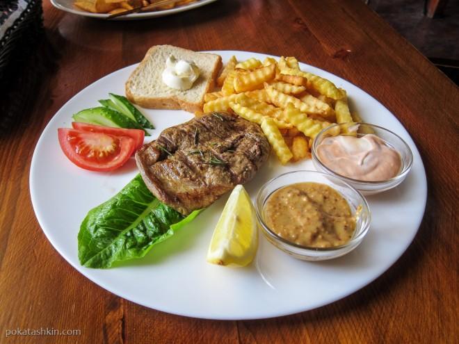 Стейк хаус из свинины с картофелем фри