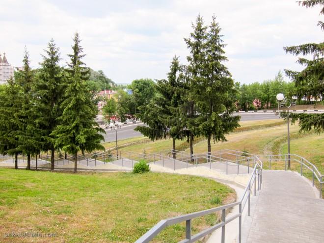 Лестница к самолёту-памятнику МиГ-17, Мозырь