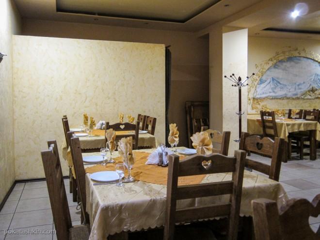 Интерьер кафе «Шашлычный двор» (Гродно)