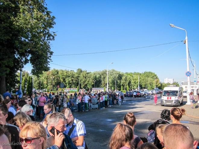 Очередь на фестиваль авиационного спорта «Мирное небо» в Минске