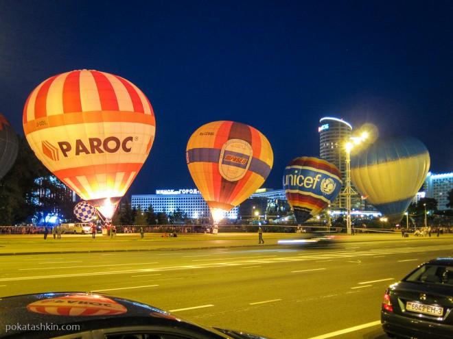 Ночное свечение воздушных шаров в Минске