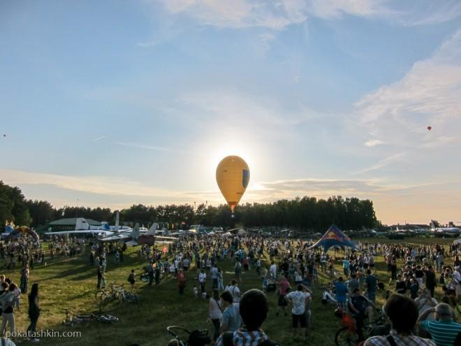 Воздушный шар закрыл собой солнце