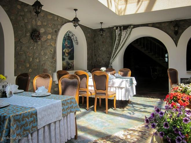 Главный зал ресторана «Замок Зеваны» (Коробчицы)