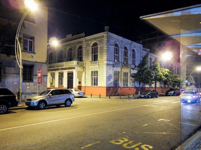 Здание женской гимназии в Батуми