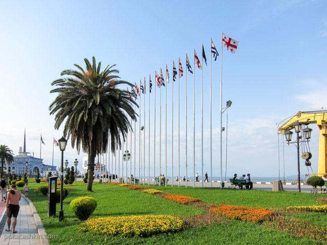 Флаги Грузии и Аджарии