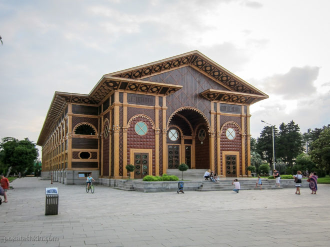 Батумский деревянный летний театр