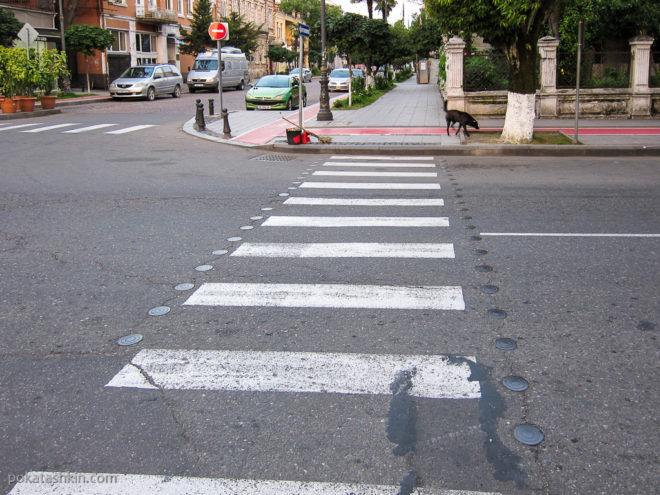 Батуми. Пешеходный переход с шайбами