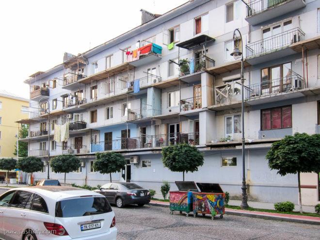 Батуми. Надстроенные балконы
