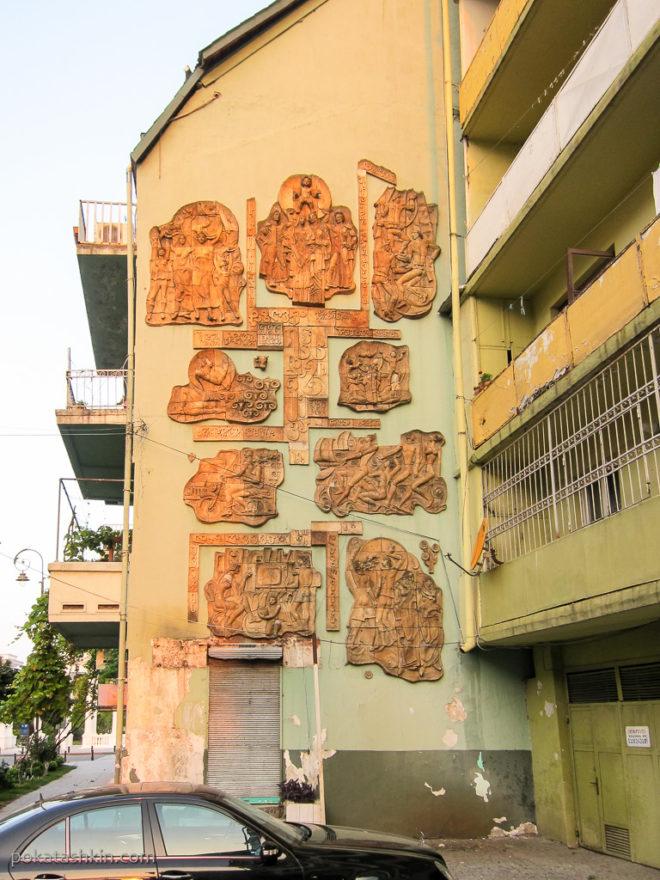 Батуми. Стена дома