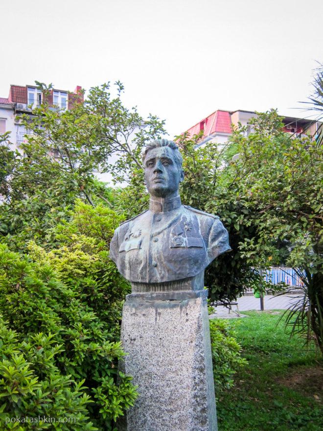 Батуми. Скульптура в Парке 6 мая