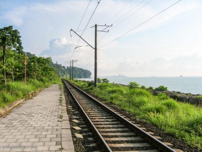 Заброшенная железнодорожная станция возле Батумского ботанического сада