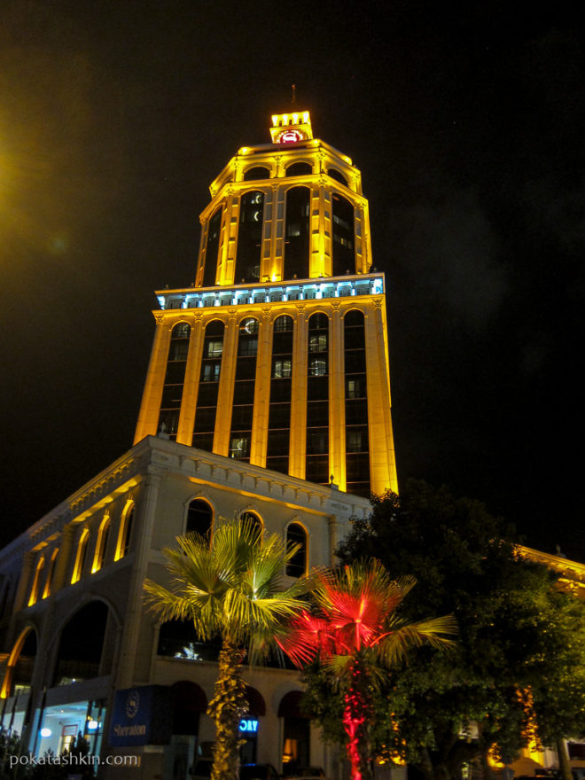 Ночной отель Шератон в Батуми
