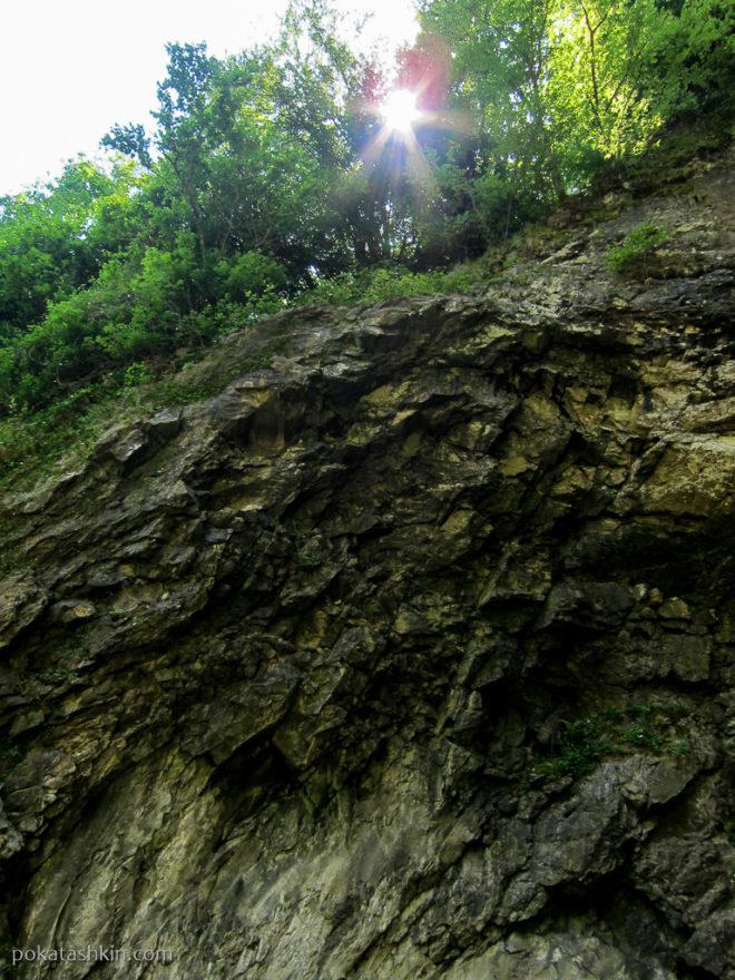 Скалы возле водопада Махунцети