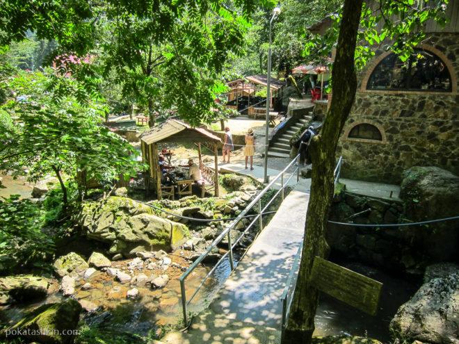 Кафе возле водопада Махунцети