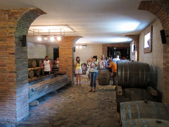 Винный погреб в Аджарском доме вина