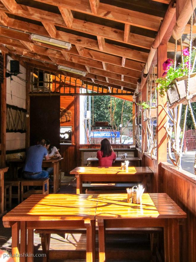 Летняя терраса в кафе «Корчма «Будьма» (Гомель)