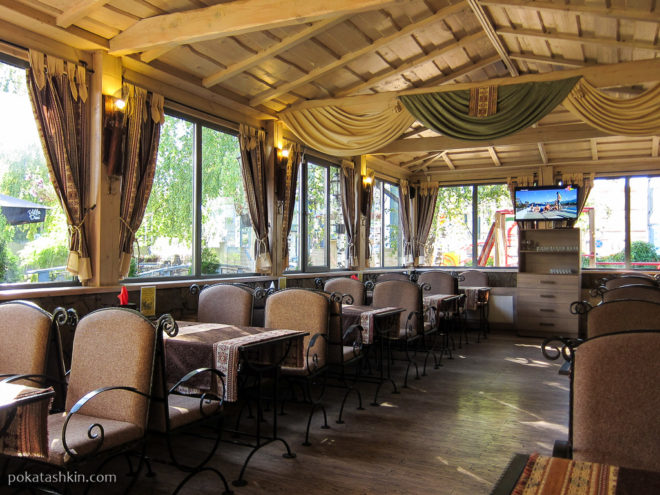 Зал для некурящих в ресторане «Эриван» (Минск)
