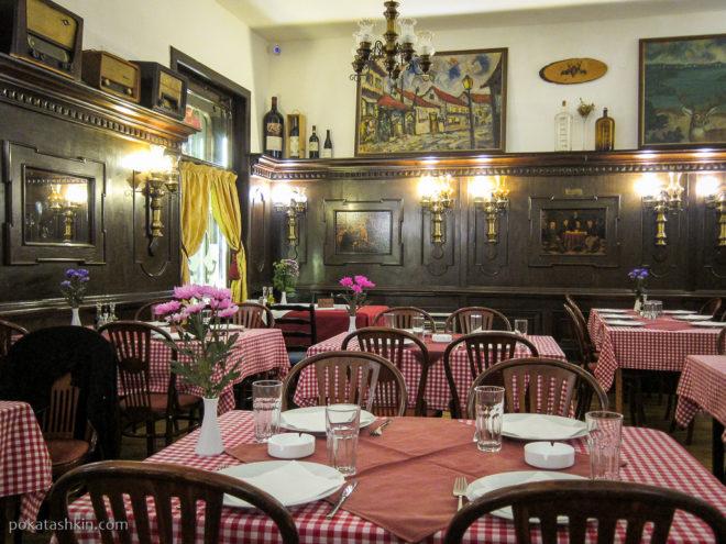 Интерьер ресторана «Dva Jelena» / «Два оленя» (Белград)