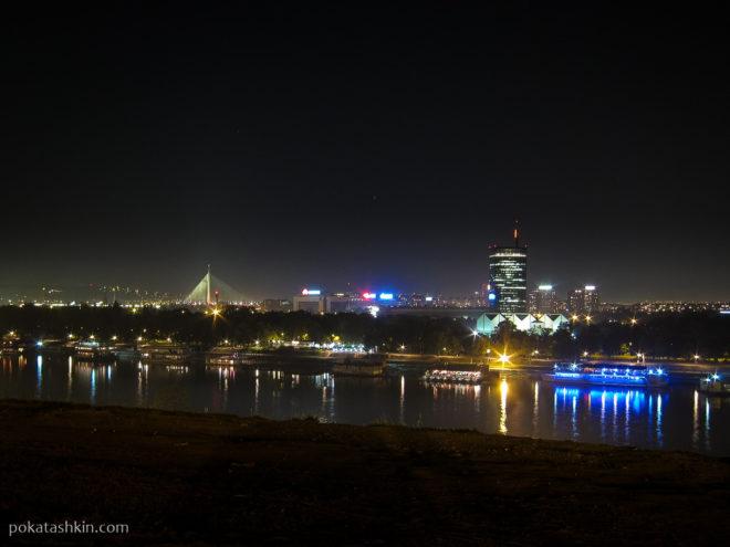 Ночной вид на реку Саву и общину Нови-Београд