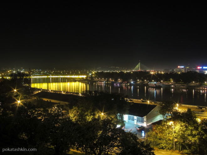 Ночной вид на реку Саву и мосты