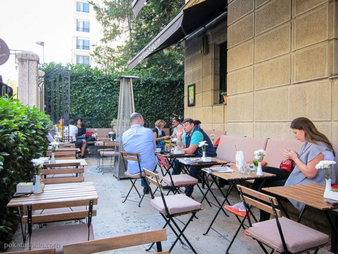 Летняя терраса в кафе «Coffee Dream» (Белград)