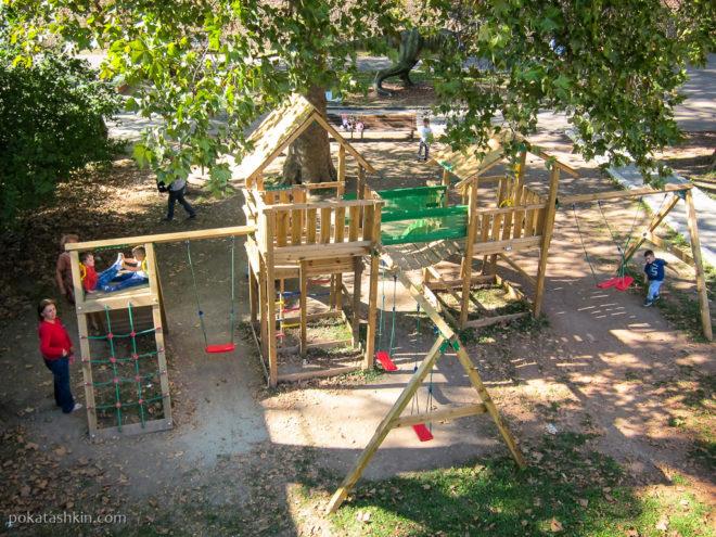 Детская площадка возле ворот Карагеоргия