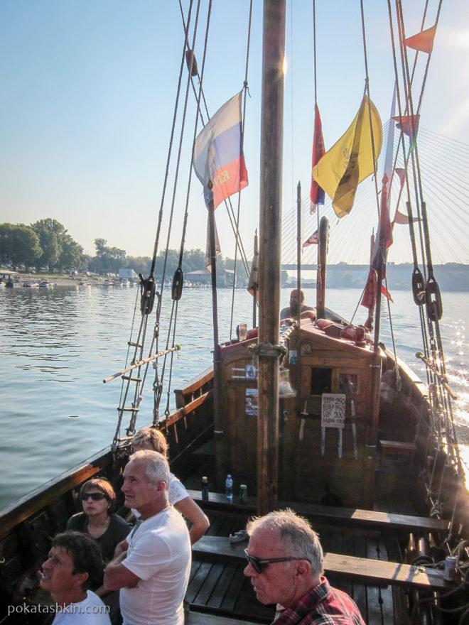 Прогулка на деревянной ладье по Саве и Дунаю