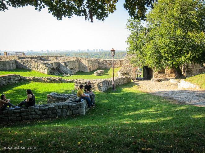Разрушенные стены замка деспота Стефана Лазаревича