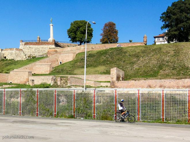 Вид на крепость с набережной Савы
