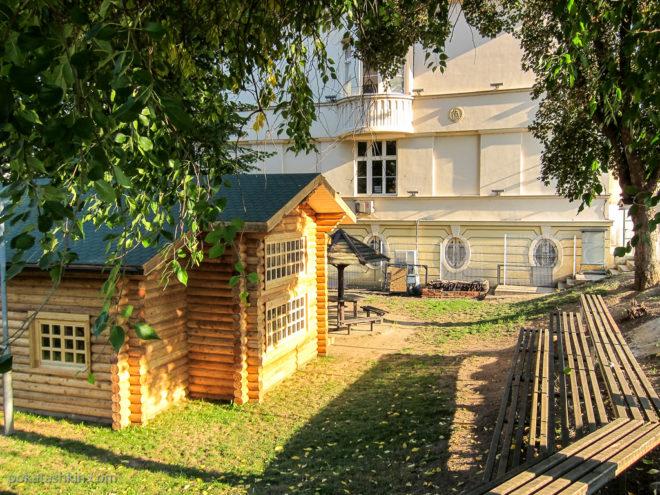 Школьный двор в Белграде