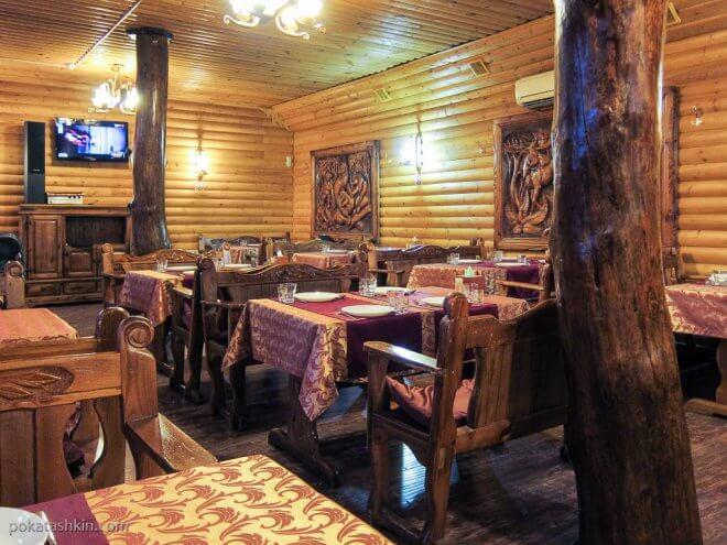 Интерьер кафе «Очаг» (трасса M3, р-н д. Боровляны)