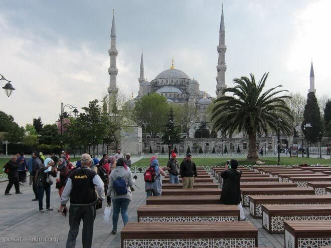 Лавочки возле Голубой мечети