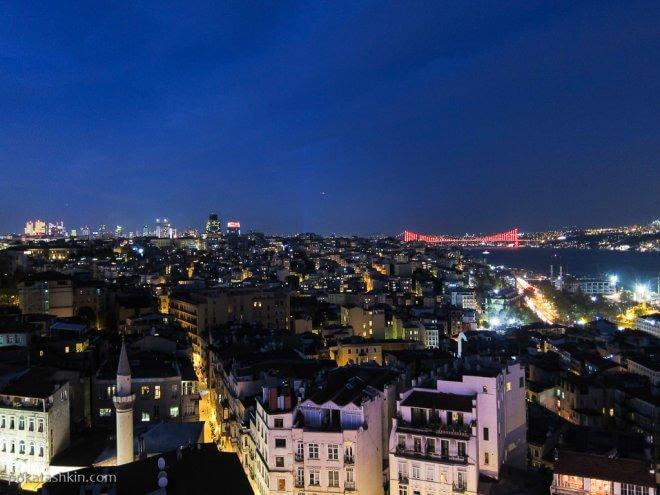 Вечерний Стамбул, вид с Галатской башни на мост через Босфор