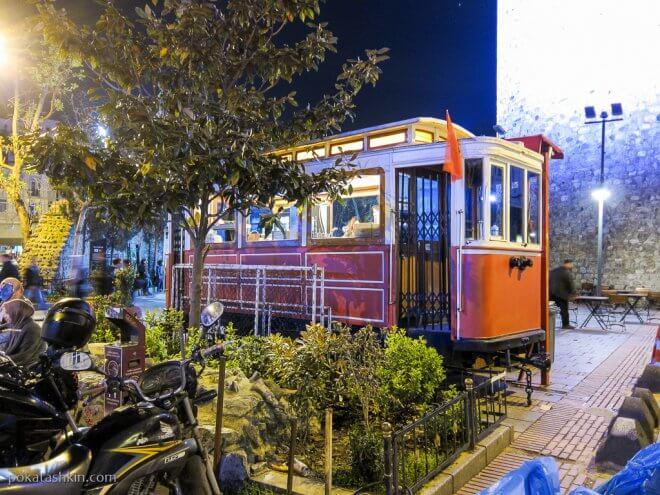 Вагон старого трамвая