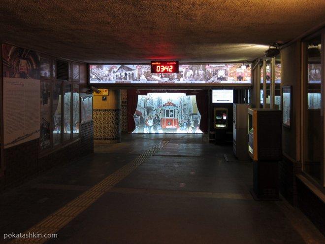 Тюнель: нижняя станция в районе Каракёй