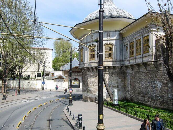 Литературный музей-библиотека Ахмеда Хамди Танпынара