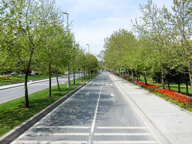 Пустая улица в Стамбуле
