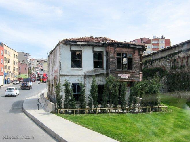 Бсхозное здание в Стамбуле