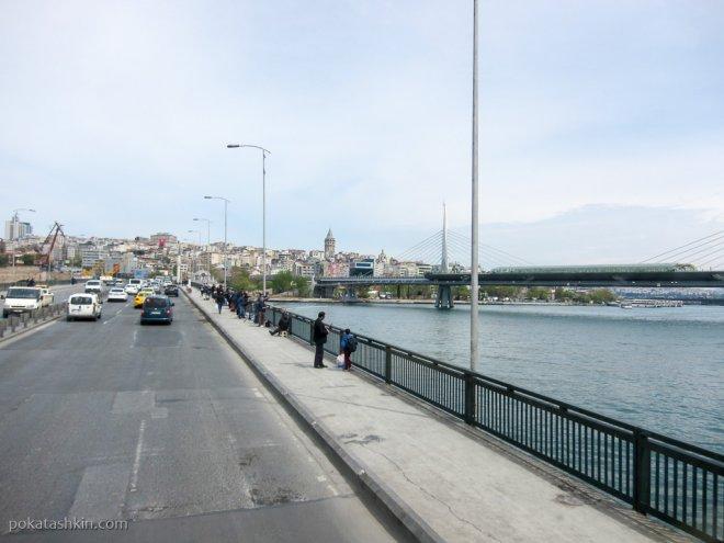 Рыбаки на мосту Ататюрка